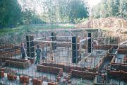 Идут арматурные работы, июль 2003 г.