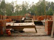 Возведение стен будущего храма, сентябрь 2003 г.