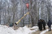 Крест - украшение церкви, декабрь 2005 г.