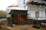 Строительство пристройки к алтарю, октябрь 2009 г.