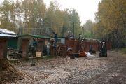 Возведение ограды, октябрь 2009 г.