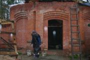 Строится часовня-купель, сентябрь 2010 г.