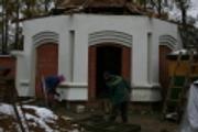 Отделочные работы на часовне-купели, октябрь 2010 г.