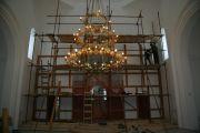 Начало сборки нового иконостаса, апрель 2011 г