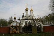 Установка куполов на южные врата, Радоница 2011г