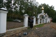 Установка ограды храма, сентябрь 2011 г.