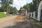 Начало благоустройства приоградной территории, июль 2013 г.