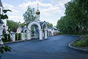 Новое асфальтовое покрытие на парковке у храма, июнь 2014 г.