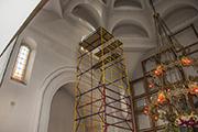 Завершена работа по установке витражей в верхнем храме, июнь 2014 г.