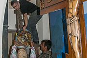 Установка витражей в нижнем храме, июнь 2014 г.