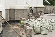 Работы по гидроизоляции фундамента храма, июль 2014 г.