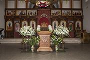 К Успению Пресвятой Богородицы завершен монтаж праздничного яруса иконостаса, позолочены киоты, август 2014 г.