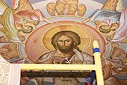Греческие иконописцы расписывают потолок притвора, декабрь 2014 г.