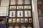 Установлены апостольский и пророческие ряды иконостаса. Апрель 2016 г.