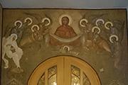 Роспись с образом Покров Пресвятой Богородицы появился над входом в храм, январь 2017 г.