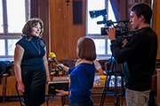 У  донора нашего прихода Галины Алексеевны берут интервью