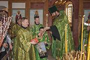 Вручение свидетельства о Крещении и поздравление Фомичевым Кириллу  и Екатерине с новорожденной