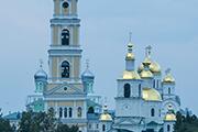 Вид на Свято-Троицкий Серафимо-Дивеевский монастырь с подворья Никольского храма