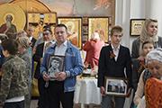 9 мая на Литию, поминовение усопших воинов, за веру, Отечество и народ жизнь свою положивших, многие пришли с портретом своего героя