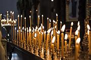 Горят свечи в память о погибших героях