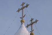 Купола Никитского собора (1564 год) припорошены снегом.