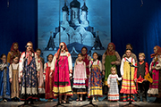 Выступает фольклорный коллектив Воскресной школы храма свт. Николая Чудотворца.