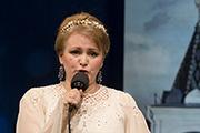 Поет Ирина Леонова.