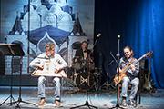 Игре на гуслях Максим Гавриленко учился у Егора Стрельникова.