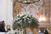 Украшение храма к празднику.