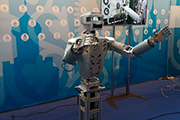 Главной особенностью экспозиции стала ее интерактивность: новаторские технологии можно было не только увидеть, но и на практике изучить принципы их функционирования.