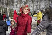 Этот праздник к нам идет позднею зимою, сколько радостей несет он всегда с собою!