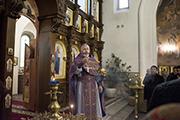 И благослови наследие Твое,  победы православным христианам над иноплеменными даруя  и Крестом Твоим сохраняя Твой народ.
