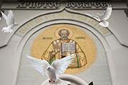 У В.И. Даля: «Благовещенье – птиц на волю отпущенье». «По народному поверью, самый большой праздник на небесах и на земле; грешников (как и на пасху) в аду не мучать, птица гнезда не вьет; кукушка за то без гнезда, что завила его на Благовещенье. Весна зи