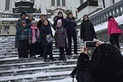 Перед экскурсией ребята с родители зашли поклониться в Храм Христа Спасителя.