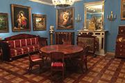 Из комнаты в комнату, как из века в век, - и сразу три этажа сословий. Крестьянство, духовенство и дворянство - по Глазунову - и есть три кита, на которых стояла Россия.
