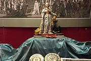 Затянутые в бархат коронационные альбомы, протоколы вступления императора на престол.