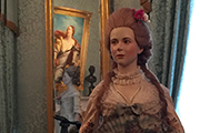 Карне-де-баль — книжечка с листочками из слоновой кости для записи кавалеров на танцы – без таких предметов приличная девушка не могла появиться на балу.