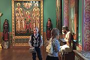 Илья Глазунов был верующим человеком. Писал картины на библейские сюжеты, спасал иконы, собрав замечательную коллекцию.